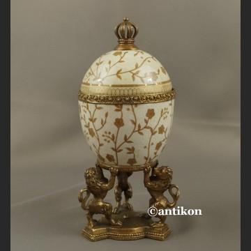 Jajo a'la Faberge piękna porcelanowa szkatuła z lwami
