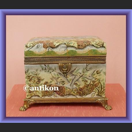 Wspaniała porcelanowa szkatuła duża skrzynia okuta w brąz