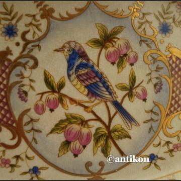 Paterka porcelanowa z uroczym ptaszkiem