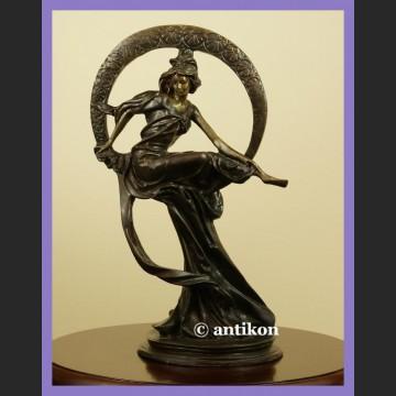 Śliczna rzeźba z brązu Tancerka sesesja wg A. Muchy