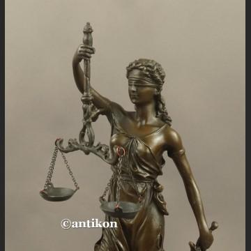 Temida statuetka z brązu prezent dla prawnika