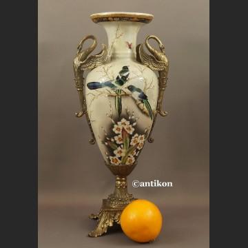 Wazon porcelanowy z jaskółkami