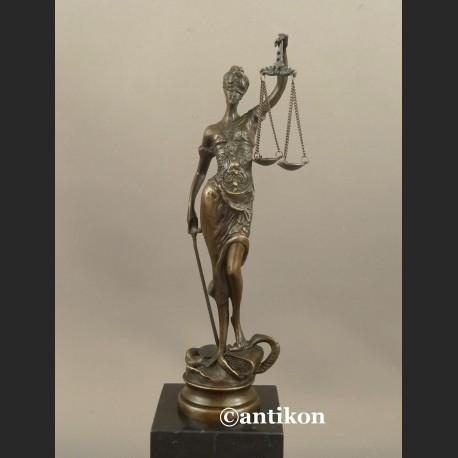 Temida rzeźba z brązu prezent dla prawnika