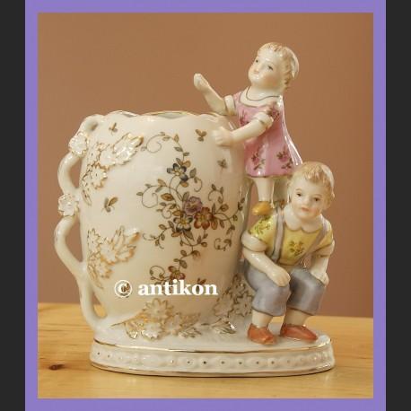 Wazonik z figurkami dzieci cudo porcelana