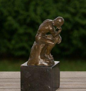 myśliciel rodin klasyczna rzeźba