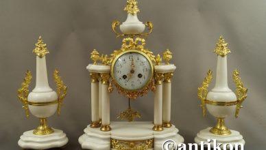 zegar kominkowy z białego marmuru