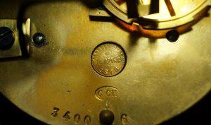 sygnatura zegara kominkowego